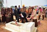 Wabup Waykanan pimpin upacara ziarah makam pahlawan
