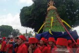 Tujuh buah gunungan Grebeg Maulud diarak dari Keraton Yogyakarta