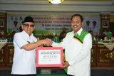 Gubernur Sulbar  serahkan hibah Rp2,3 miliar untuk Majene