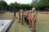 Bupati Lampung Barat serahkan penghargaan kepada koperasi berprestasi