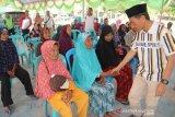 Bupati Gorontalo serahkan bantuan bagi  lansia