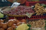 Harga sejumlah kebutuhan pokok di Purwokerto merangkak naik