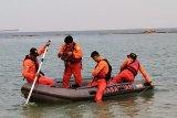 Pria terjatuh saat memancing ikan belum ditemukan