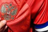 Karena terbalik menempatkan susunan warna bendera Rusia tak mau kenakan seragam baru