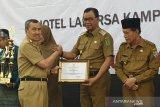 Raih juara II lomba inovasi TTG, Gubernur Riau berikan penghargaan Bupati Rohil