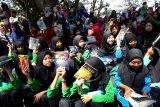 Para pelajar mengikuti acara