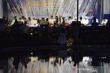 Haflah Qari Internasional asal Mesir, Syeikh Taha Mohamed Noaman Hussein (tengah) membaca ayat Alquran pada peringatan Maulid Nabi Muhammad SAW di Masjid Raya Baiturrahman, Banda Aceh, Aceh, Jumat (15/11/2019) malam. Puncak peringatan maulid di Masjid Raya Baiturrahman itu diisi dengan kegiatan ceramah dan pembacaan Alquran oleh Qari Internasional dan nasional. Antara Aceh/Ampelsa.