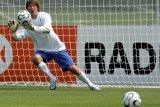 Van der Sar tak gabung MU setelah teken kontrak di Ajax