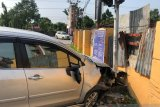 Polisi Pekanbaru temukan mobil tabrak tiang ditinggal pengemudinya