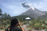 Merapi erupsi, warga diimbau jauhi tiga kilometer