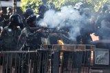 Polisi tembakkan gas air mata untuk bubarkan ribuan demonstran di Hong Kong