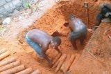 Buruh bangunan di Manokwari temukan ratusan amunisi artileri