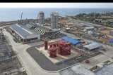 Foto area proyek Pembangkit Listrik Tenaga Mesin Gas dan Uap (PLTMGU) Lombok Peaker di Tanjung Karang, Ampenan, Mataram, NTB, Senin (18/11/2019). PLN mempercepat mulai beroperasinya secara berkala 3 unit pembangkit dari 13 unit pembangkit masing-masing dengan kapasitas 10 MW di PLTMGU Lombok Peaker guna mengurangi terjadinya pemadaman bergilir listrik di pulau Lombok. ANTARA FOTO/Ahmad Subaidi/nym