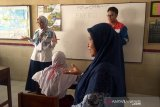 Puluhan pekerja Pertamina Cilacap mengajar di sejumlah SD