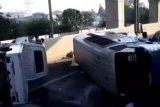 Dua kendaraan tabrakan di Tol Halim, seorang penumpang luka berat