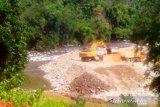Pemkab Pesisir Selatan memastikan pengerukan Sungai Pelangai Gadang ilegal