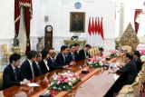 Presiden Jokowi  terima pimpinan Parlemen Singapura dan pengusaha Jepang