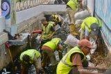 Dinas PUPR Kota Padang lakukan perbaikan drainase atasi banjir