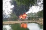 Gudang plastik dekat Bandara Soetta dilalap api. Ini dampaknya