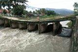 Jembatan Sungai Pangkua amblas, 4.000 warga terganggu akses jalan