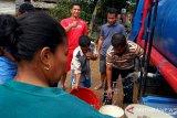 PDAM Salurkan Air Bersih Bagi Korban Banjir Solok Selatan