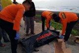 Dua nelayan ditemukan meninggal, seorang dilaporkan hilang di Pantai Bunton Cilacap