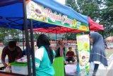 Tak sampai enam jam, penjual cireng di Bukittinggi meraup omzet hingga Rp2 juta lebih