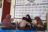 Seorang lulusan Universitas Negeri Padang buka usaha rumah Quran