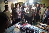 Rumah produksi narkoba digrebek di Pekanbaru, temukan 800 butir pil happy five dan satu kilogram sabu-sabu