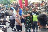 Panglima TNI dan Kapolri berikan bahan makanan pokok kepada warga perbatasan RI-PNG