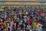 Ribuan pegawai Pemprov Riau lakukan bersih-bersih Stadion Utama eks PON XVIII