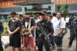 Polisi menyerahkan 80 WNA China ke imigrasi untuk dideportasi