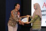 Biro Humas Protokol NTB meraih penghargaan Badan Publik Informatif
