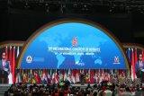 Jokowi: Tas notaris harus berisi pula laptop dan tablet