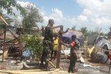 TNI bantu korban  puting beliung di Kupang