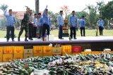 3.322 botol minuman beralkohol dimusnahkan pada peringatan HUT Korpri