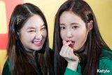Taeha dan Yeonwoo resmi keluar dari grup K-Pop MOMOLAND