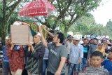 Ribuan warga antar jasad Hakim Jamaluddin ke liang lahat