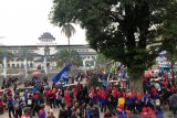 Buruh di Jabar kepung Gedung Sate terkait Kepgub UMK 2020