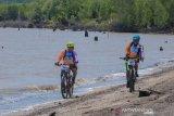 Bersepeda lintasi rawa gambut, Riau garap ekowisata Pulau Cawan