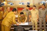 DPRD Pesisir Selatan sahkan perda perlindungan lahan pertanian dan SPBE