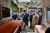 Sulsel  terima 11 unit mobil ambulans dan 27 mobil Damkar dari Jepang