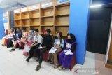Sejumlah peserta menunggu giliran untuk mengikuti seleksi Audisi Liga Dangdut Indonesia (LIDA) 2020 untuk wilayah Kalimantan Barat di Mall Ramayana Pontianak, Kalimantan Barat, Minggu (1/12/2019). General Manager Production Indosiar dan SCTV Allan Dilyanto menyatakan untuk di wilayah Kalbar terdapat 401 peserta dari sejumlah daerah di Kalbar yang mengikuti audisi LIDA 2020, yang merupakan kompetisi dangdut terbesar di Indonesia tersebut dan nantinya akan dipilih dua peserta terbaik dari tiap provinsi di Indonesia untuk berlaga di Show LIDA 2020 di Jakarta. ANTARA KALBAR/Jessica Helena Wuysang