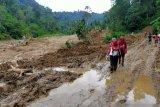 Pelajar koban banjir tak perlu risau, Pemkab Solok Selatan jamin ketersediaan perlengkapan sekolah