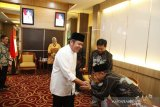 Gubernur : Dewan adat benteng mempertahankan kearifan lokal