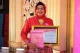 Istri Bupati Pekalongan terima penghargaan sebagai Perempuan Inspirasi Indonesia