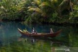 Wisata danau Paisupok Banggai Kepulauan