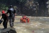 Terseret arus Curug Malela di Bandung Barat, seorang warga ditemukan tewas