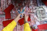 Polisi bongkar sindikat uang palsu senilai Rp633 juta dengan modus penggandaan uang