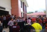 Warga Dayak demo Pengadilan Negeri Muara Teweh terkait peladang